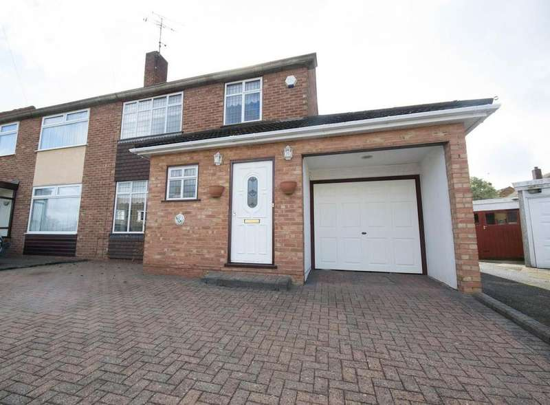 3 Bedrooms Semi Detached House for sale in Queenswood Avenue, Hutton, Brentwood, Essex, CM13