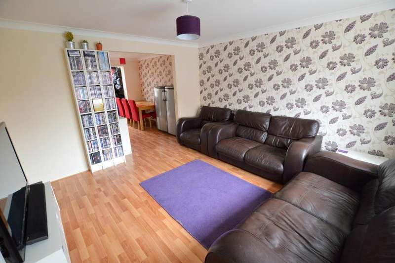 3 Bedrooms Semi Detached House for sale in Leygreen Close, St. Annes, Luton, LU2 0SQ