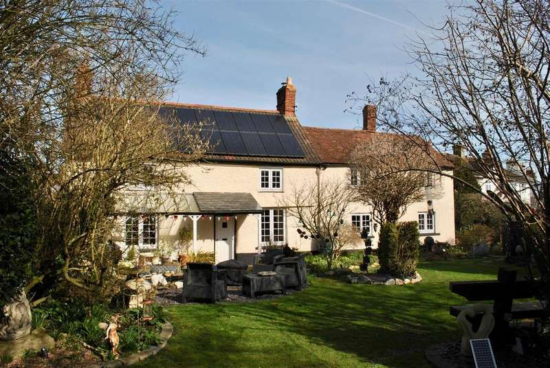 3 Bedrooms Detached House for sale in Cheddon Road, Taunton