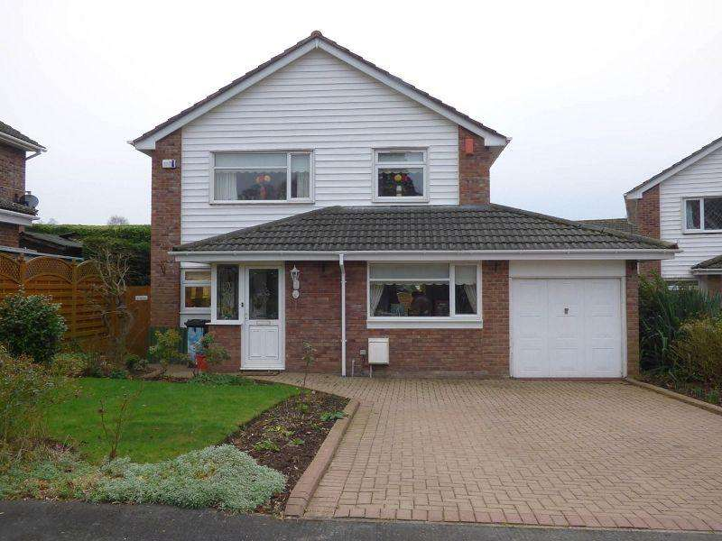 3 Bedrooms Detached House for sale in Brookfields, Crickhowell, Powys.
