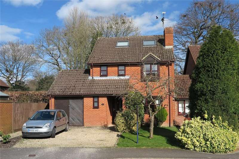 4 Bedrooms Link Detached House for sale in Broadlands Close, Bentley, Farnham, Surrey, GU10