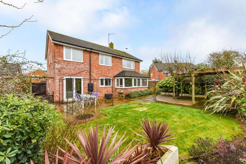 4 Bedrooms Detached House for sale in Stafford Road, Petersfield