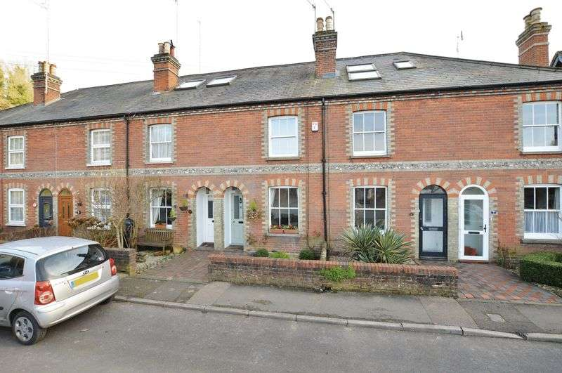 3 Bedrooms Terraced House for sale in Latimer Road, Godalming