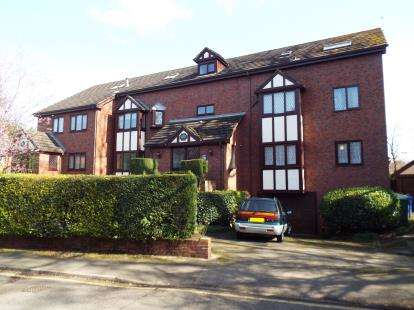 2 Bedrooms Flat for sale in Chadkirk Mews, Church Lane, Stockport, Greater Manchester
