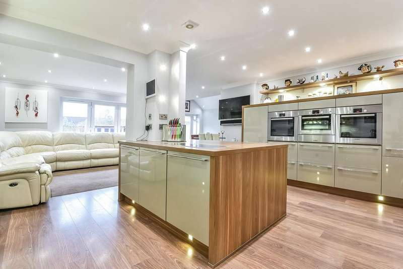 4 Bedrooms Detached House for sale in Aylesford, Kent