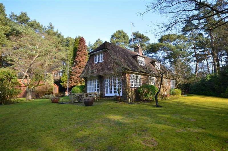 3 Bedrooms Property for sale in Long Hill, The Sands, Farnham