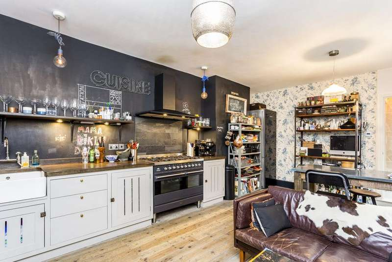 2 Bedrooms Ground Flat for sale in Valetta Road, Shepherds Bush, London, W3