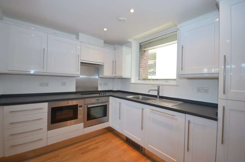 2 Bedrooms Flat for sale in Flat 16 The Clockhouse