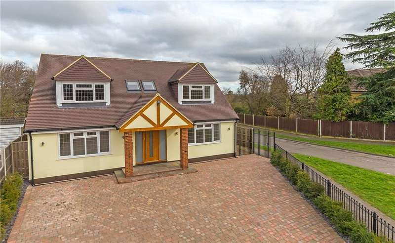 4 Bedrooms Detached House for sale in Spooners Drive, Park Street, St. Albans, Hertfordshire