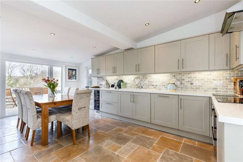 4 Bedrooms Detached Bungalow for sale in Barnfield, Marlborough, Wiltshire, SN8