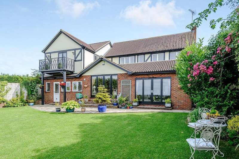 4 Bedrooms Detached House for sale in Blackthorn Close, Writtle, CM1 3PF