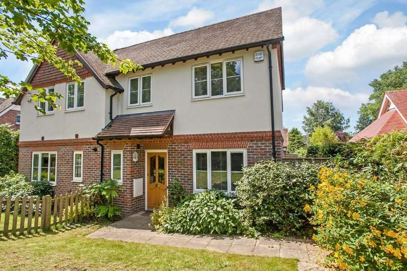 3 Bedrooms Semi Detached House for sale in Andover Road, Winchester, SO22