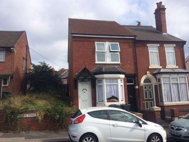3 Bedrooms Semi-detached Villa House for sale in Station Road, Cradley Heath B64