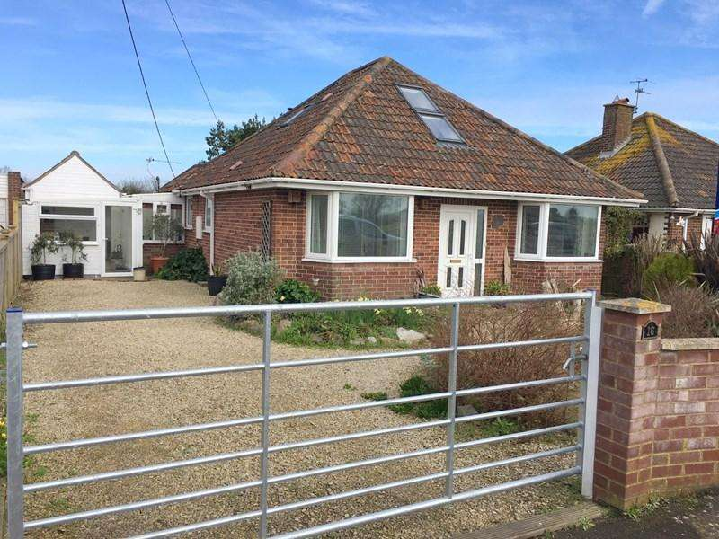 3 Bedrooms Detached Bungalow for sale in New Road, West Huntspill