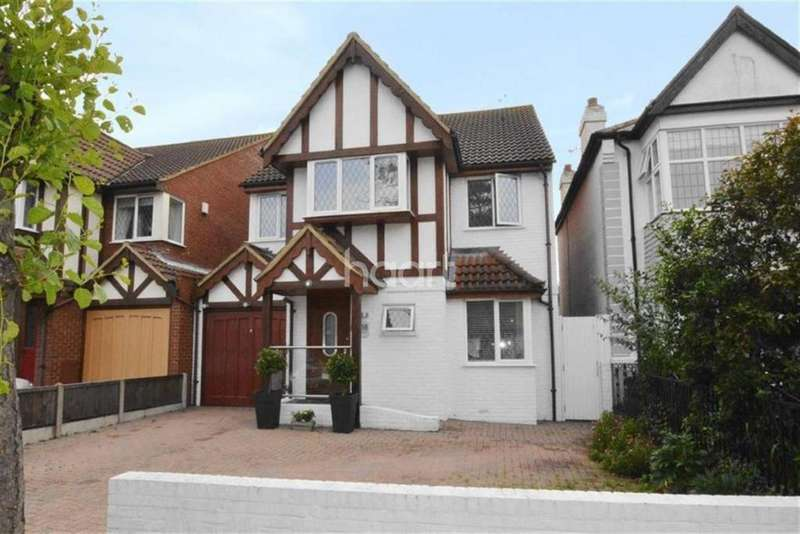 4 Bedrooms Detached House for sale in Kingswood Chase Leigh On Sea