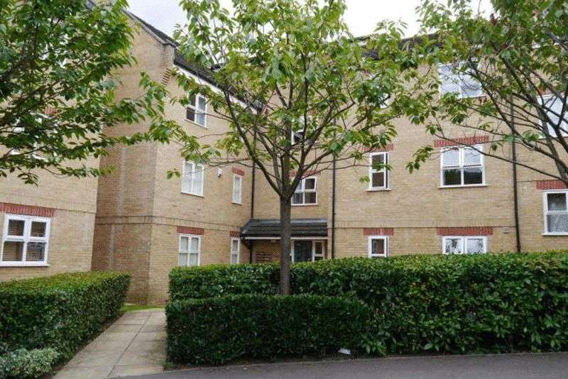 2 Bedrooms Flat for sale in Kirkland Drive, Enfield