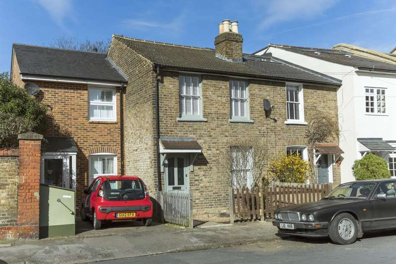 3 Bedrooms House for sale in Victor Road, Teddington, TW11