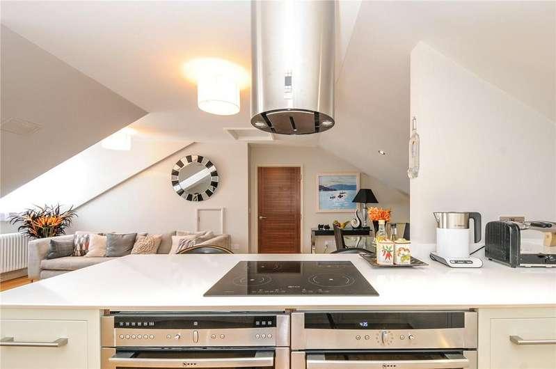 2 Bedrooms Flat for sale in Mayfair House, 11-12 Heene Terrace, Worthing, West Sussex, BN11
