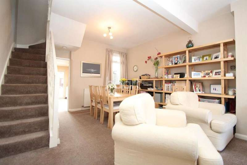 3 Bedrooms Terraced House for sale in Gordon Road, London