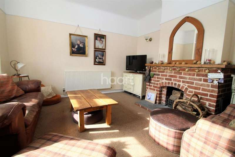 4 Bedrooms Detached House for sale in Kirby Cross