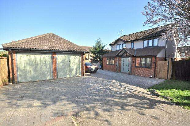 4 Bedrooms Detached House for sale in Sunderland Close, Woodley, Reading,
