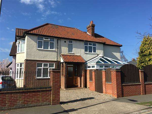 3 Bedrooms Detached House for sale in Lattice Avenue, Ipswich