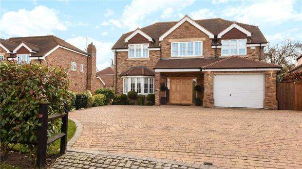7 Bedrooms Detached House for sale in Park View Drive South, Charvil, Reading