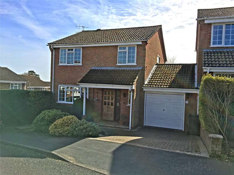 4 Bedrooms Detached House for sale in Ambleside Crescent, Farnham, Surrey, GU9