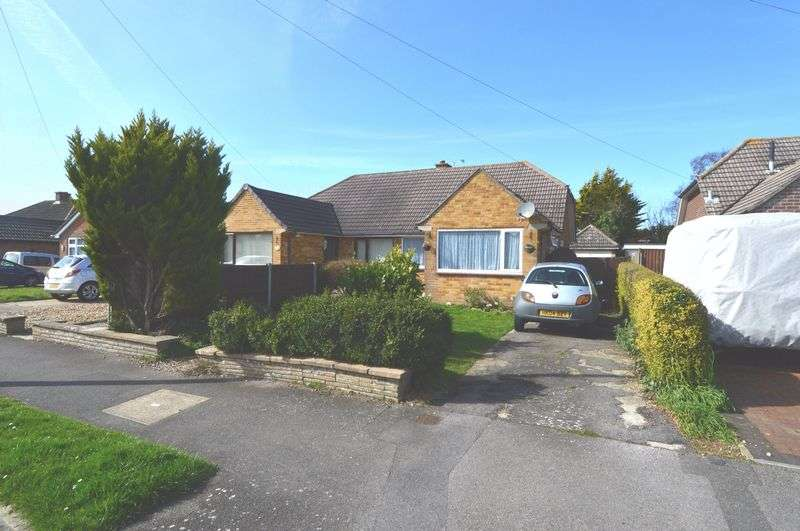 3 Bedrooms Semi Detached Bungalow for sale in Cottes Way, Hill Head, Fareham