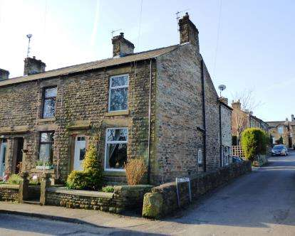 3 Bedrooms End Of Terrace House for sale in High Lea Road, New Mills, High Peak