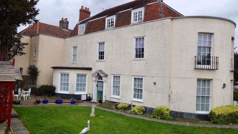 2 Bedrooms Flat for sale in London Road, Old Harlow