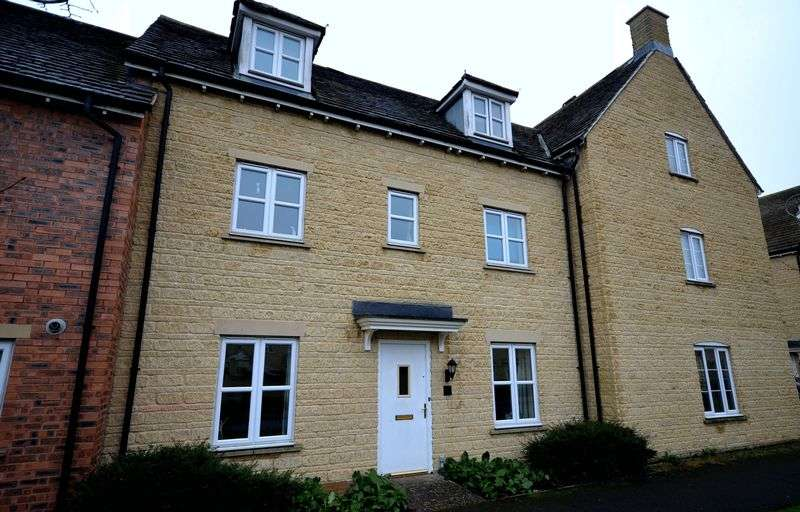 4 Bedrooms Terraced House for sale in Elmhurst Way, Carterton