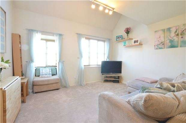 2 Bedrooms Maisonette Flat for sale in Ennerdale Close, Cheam, SUTTON, Surrey, SM1 2JP