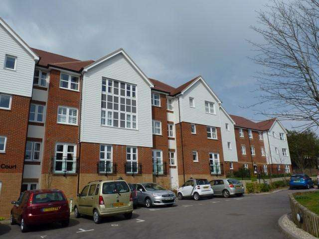 2 Bedrooms Flat for sale in Ridgeway Court, Mutton Hall Hill, Heathfield, East Sussex, TN21 8NB