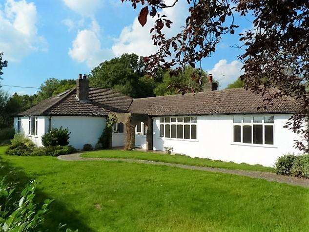 4 Bedrooms Detached House for sale in Blackboys Road, Blackboys, East Sussex, TN22 5HD