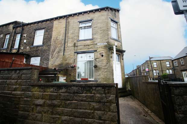 3 Bedrooms Property for sale in Albert Road, Bradford, West Yorkshire, BD13 1PA