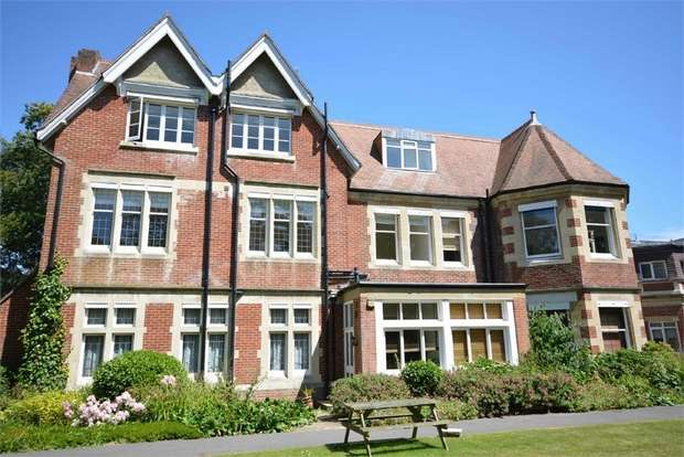 2 Bedrooms Flat for sale in Derby Road, Bournemouth, Dorset