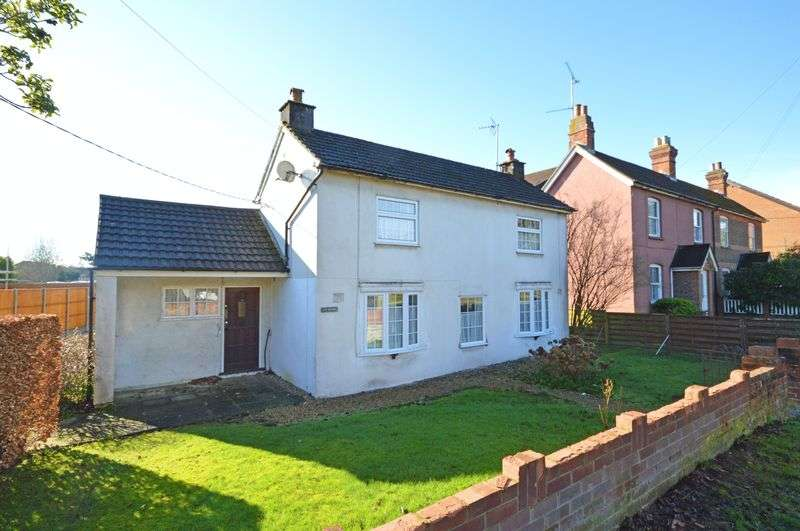 3 Bedrooms Detached House for sale in Chalet Hill, Bordon