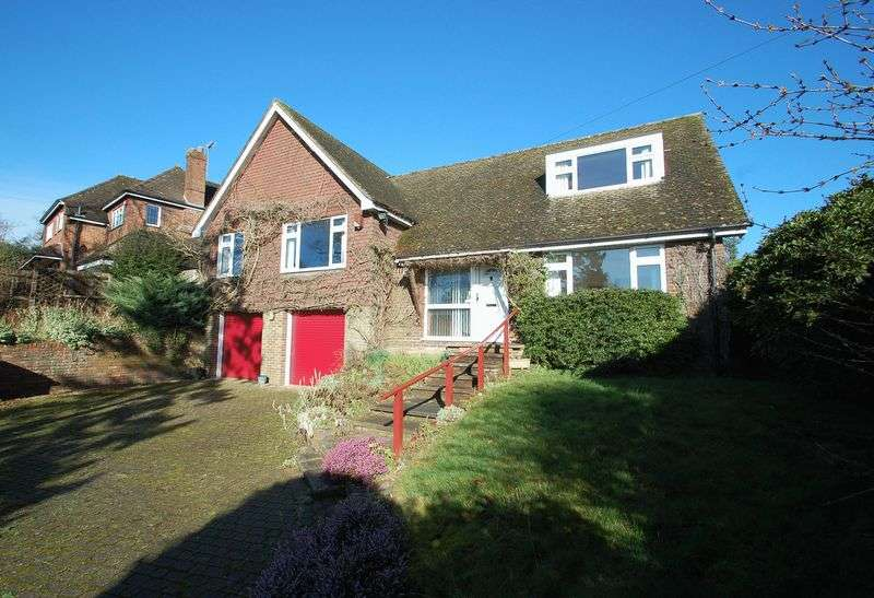 4 Bedrooms Detached House for sale in Woodbury Avenue, Petersfield