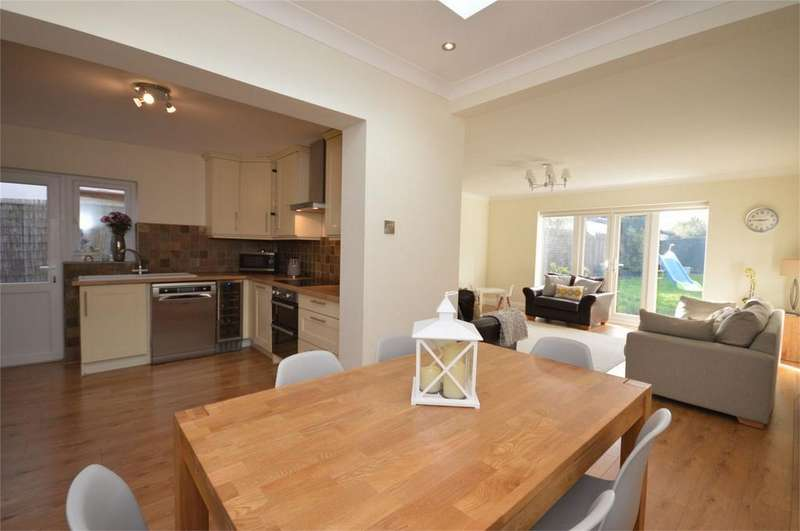 3 Bedrooms Detached House for sale in 40 Theydon Park Road, Theydon Bois, Essex