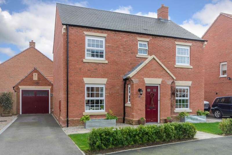 4 Bedrooms Detached House for sale in Longbridge Drive, Easingwold, York