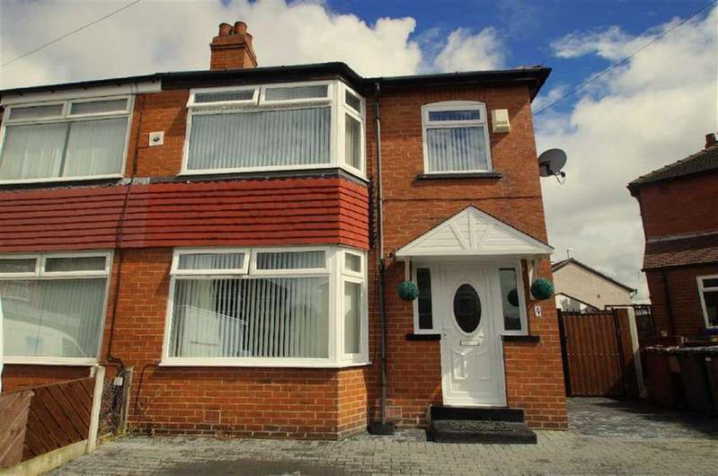3 Bedrooms Semi Detached House for sale in Greenway, Leeds