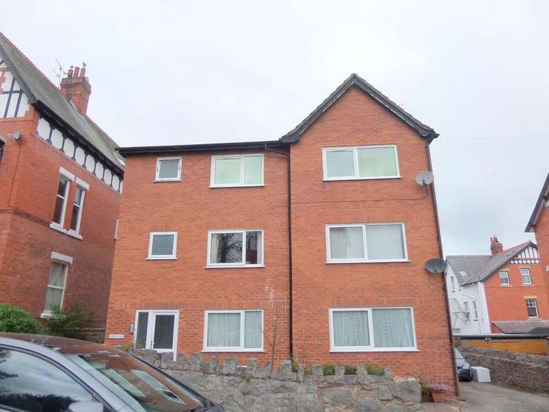 2 Bedrooms Apartment Flat for sale in 6 Woodland Park, Colwyn Bay