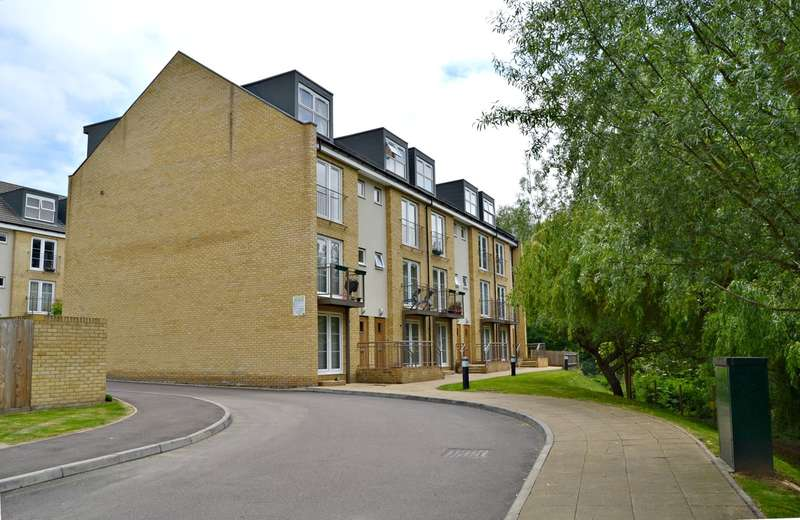 2 Bedrooms Maisonette Flat for sale in Grove Road, Hitchin, SG4