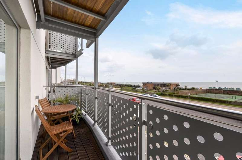 2 Bedrooms Flat for sale in Kingsway Hove East Sussex BN3