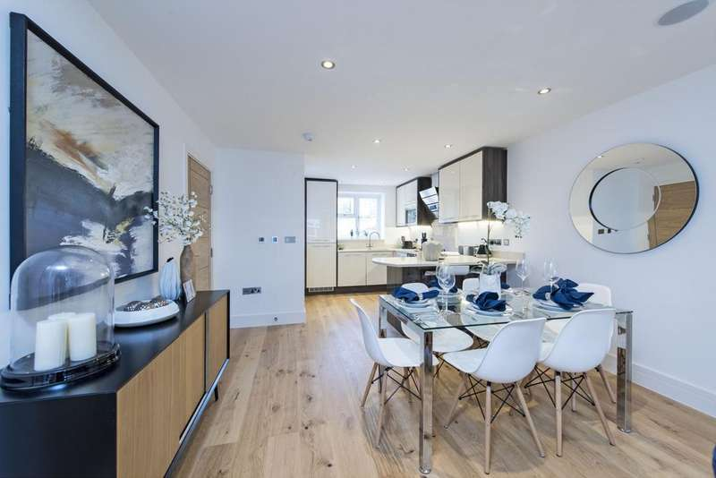 4 Bedrooms Terraced House for sale in Blandfield Road, SW12