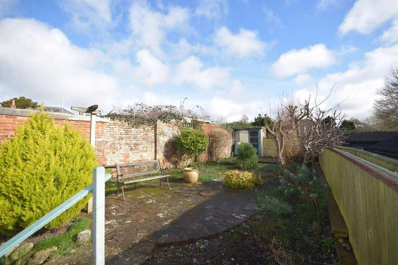 3 Bedrooms Detached House for sale in Castle Street, Carisbrooke