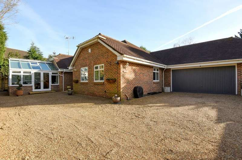 5 Bedrooms Detached Bungalow for sale in Pondtail Road, Horsham, RH12