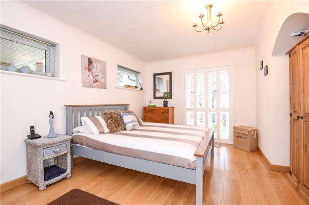 4 Bedrooms Detached House for sale in Bramblegate, Edgcumbe Park, Crowthorne