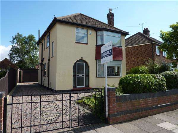 3 Bedrooms Detached House for sale in THE CRESTA, GRIMSBY